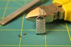 Raastinrauta tuikkukynttilän metallikuoresta ja klemmarista :)