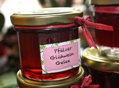 tschessilicious: Ideen zum Verschenken #16 Glühwein Gelee How To Make Jam, Marmalade, Food Gifts, Soul Food, Nutella, Nom Nom, Food And Drink, Snacks, Cooking