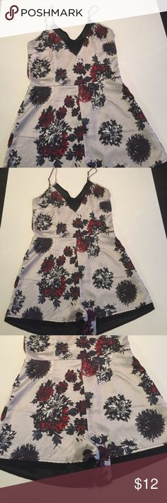 Missguided floral  romper Used and in good condition Missguided floral romper size 10 Missguided Shorts