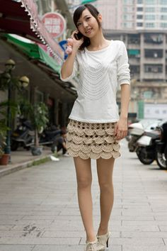 Crochet Skirts Adorable Crocheted skirt - Pattern is in Russian, but charts are easy to understand! Shorts Crochet, Gilet Crochet, Crochet Skirts, Knit Skirt, Crochet Clothes, Ruffle Skirt, Moda Crochet, Cute Crochet, Crochet Crafts