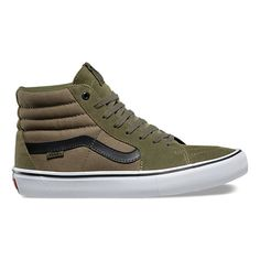 The Sk8-Hi Pro in Dakota Roche's signature colorway features the Vans classic upgraded for enhanced performance with suede and canvas uppers, single-wrap foxing tape, UltraCush HD sockliners to keep the foot close to the board while providing the highest level of impact cushioning, and Vans original waffle outsoles made of a rubber that offers grip and support. The Sk8-Hi Pro also includes DURACAP reinforcement rubber underlays in high wear areas for unrivaled durability.