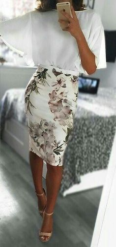 OOTD Pretty Look Floral Skirt White Blouse Fashion Fashionista Spring Outfit Ideas Fashion Mode, Work Fashion, Trendy Fashion, Feminine Fashion, Classy Fashion, High Fashion, Fashion Check, Floral Fashion, Office Fashion