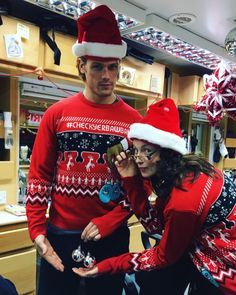"""Sam Heughan, getting his """"bawballs"""" checked by Caitriona Balfe. 🎅🎅😂 Sam Heughan: """"All guys should be doing a regular Baw Check, or get a friend too! have a Happy Holidays all! Sam Heughan Caitriona Balfe, Sam Heughan Outlander, Starz Outlander, Caitriona Balfe Husband, Outlander Book Series, Outlander Casting, Outlander Locations, Outlander Funny, Fangirl"""