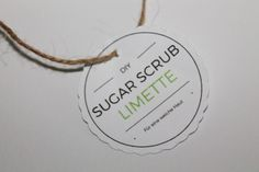 So fast, you can do it yourself! DIY Sugar Scrub / Sugar Scrub Lime {with Free Printable} Zucker Schrubben Diy, Decor Crafts, Diy Crafts, Sugar Scrub Diy, Baby Skin, Diy Makeup, Craft Projects, Place Card Holders, Printables