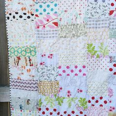 """And I went with the scalloped binding. #lowvolumequilt #strippycabinesquequilt"""