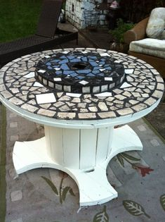 Wire Spool Table- Love the mosaic Wood Spool Tables, Cable Spool Tables, Wooden Cable Spools, Wire Spool, Wooden Spool Projects, Wood Projects, Pallet Furniture, Garden Furniture, Electrical Spools