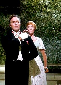 Christopher Plummer (Captain Von Trapp) and Julie Andrews (Maria) - The Sound of Music directed by Robert Wise Beau Film, Christopher Plummer, Julie Andrews, Sara Bareilles, Pentatonix, My Fair Lady, Virginia Woolf, Old Movies, Great Movies