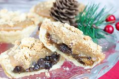 Sweet crumbly pastry, filled with luxurious mincemeat, all covered with gooey sticky caramel and topped with crunchy biscuit crumbs. Mince pies don't get any tastier than this so be sure to make these Luxury Caramel Biscuit Mince Pies. Best Christmas Recipes, Christmas Treats, Christmas Baking, Christmas Time, Xmas, Mince Pies, Key Lime Pie, Caramel Biscuits, Individual Cakes