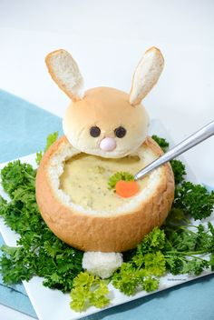 Easter | Make these creative DIY Easter Bunny Bread Bowls. Perfect for your Easter Dinner and a great way to make a fun Easter Table. Step-by-step tutorial.