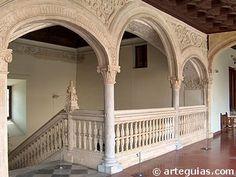 Escalera del Hospital de Santa Cruz. Alonso de Covarrubias