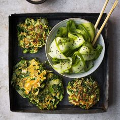 Lunchs - K pour Katrine Sriracha Sauce, Omelettes, Vegetarian Cabbage, Chinese Cabbage, English Cucumber, Recipe Details, Stuffed Jalapeno Peppers, Fresh Ginger, Meal Prep