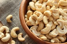Know the complete details about cashew nuts. Health benefits of cashew nuts, nutrition facts, and scientific name. The advantages of eating cashew nuts. Antidepresivo Natural, Cheese Curds, Curry, 200 Calories, Dried Fruit, Food Items, A Food, Veggies, Health Foods