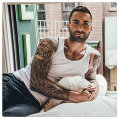 Just incredible, he's so sexy! Sexy Tattoos, Tatoos, Adam Levine Tattoos, Adam Levine Style, Mr Adams, John John Denim, Play That Funky Music, Kelly Clarkson, Maroon 5