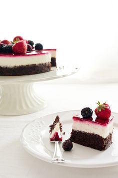 Schoko-Beeren-Torte Gourmet Cakes, Berry Cake, Sweets Cake, Just Cakes, Fabulous Foods, Sweet Treats, Cheesecake, Sweet Tooth, Food And Drink