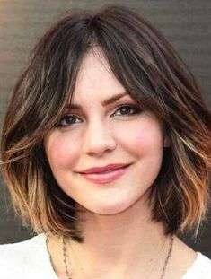 15 best short hair with highlights. Hairstyles featuring highlights. Best hair highlights. Dark hair highlights. Hair with caramel highlights.