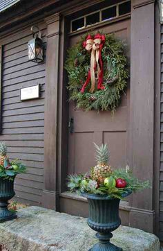 Check Out 37 Beautiful Christmas Front Door Decor Ideas. Use the traditional red, silver, gold and green to make your front door sparkle! Front Door Christmas Decorations, Christmas Front Doors, Christmas Porch, Primitive Christmas, Front Door Decor, Country Christmas, Winter Christmas, Christmas Wreaths, Christmas Planters