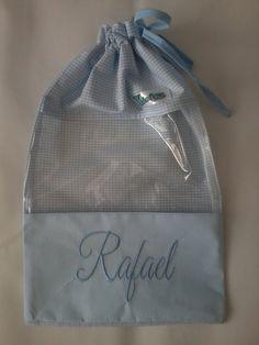 Confeccionado em tecido 100% algodão, visor em plástico cristal de 0,10cm e cordão em tecido para o fechamento.  *Cabe um par de calçado até o número 27* R$ 29,90