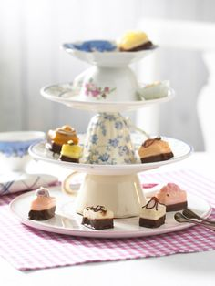 cake stand created from cups and saucers. quick and easy. Me and my mum made a few of these for my vintage tea party, they look beaut!