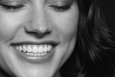 Daisy Ridley Reylo, Rey Daisy Ridley, Driving Miss Daisy, Star Wars Sequel Trilogy, Perfect Teeth, Burn It Down, English Actresses, Her Smile, Zombie Apocalypse