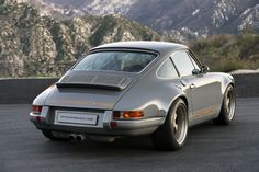 "911 Porsche ""Restored, reimagined, and reborn"" by Singer Vehicle Design. To me the most desirable car « Korea » version"