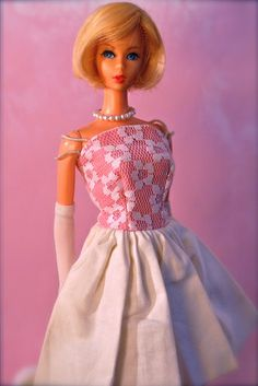 Vintage Barbie - Twist n' Turn Hair Fair Barbie, Mod Era  - Blonde