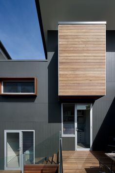 Spotted Gum cladding House Cladding, Timber Cladding, House Siding, Exterior Paint Colors, Paint Colors For Home, Architecture Details, Modern Architecture, Outdoor Rooms, House Painting