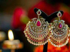 Handcrafted jewels by Kishandas for Sabyasachi Indian Jewelry Earrings, Jewelry Design Earrings, Gold Earrings Designs, India Jewelry, Diamond Jewelry, Wedding Jewelry, Jewelery, Necklace Designs, Gold Jewellery