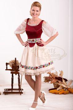 59-es magyaros jellegű menyecske ruha, különleges, hímzett derékmegoldással
