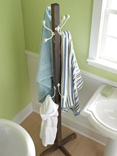 how clever!! use a coat rack as a towel rack in the bathroom