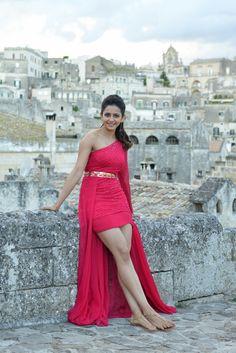 Rakul Preet Singh Actress Photos Stills Gallery Cinema Actress, Indian Film Actress, South Indian Actress, Indian Actresses, Beautiful Bollywood Actress, Beautiful Indian Actress, Beautiful Actresses, Beautiful Women, Indian Heroine Photo