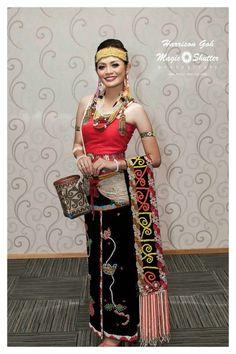 Mengenal 7 Rumpun Suku Dayak di Pulau Kalimantan Sari, Fashion, Saree, Moda, Fashion Styles, Fashion Illustrations, Saris, Sari Dress
