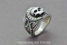 Idée et inspiration bague:   Image   Description   The Reaper Ring, Skull Ring, Sterling Silver Ring, Men's Skull Ring, Men's Statement Ring, Gothic Ring, Pirate Skull Ring, Statement Ring