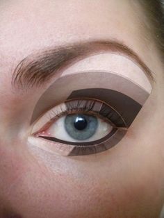 Tutorial on where to apply eye shadow !! Tuto pour savoir comment appliquer le phare à paupières! http://www.pinterest.com/adisavoiaditrev/