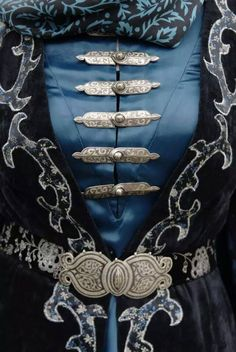 принт how should a denim jacket fit a woman - Woman Denim Jacket Character Inspiration, Style Inspiration, Style Steampunk, Yennefer Of Vengerberg, The Grisha Trilogy, Mode Hijab, Belts For Women, Fashion Outfits, Womens Fashion