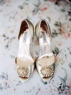 gold wedding shoes #badgleymischka #gold #weddingfasion