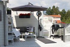 6 tips hur ni får en ny altan billigt – DIY veranda Hot Tub Pergola, Small Pergola, Backyard Pergola, Pergola Shade, Patio Roof, Pergola Plans, Pergola Kits, Pergola Ideas, Wisteria Pergola