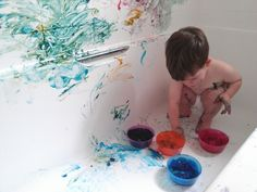 Containing the mess – finger painting in the bath – 15 months #pinitparty