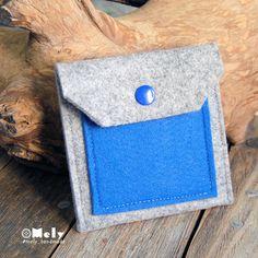 Piccolo portamonete/portatutto da borsa in feltro grigio chiaro e taschina in feltro blu elettrico di MelyHandmade su Etsy