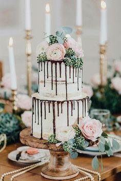 Beautiful semi naked wedding cake inspiration | fabmood.com #weddingcake #wedidngcakeinspiration #weddinginspiration #nakedweddingcake #drippedweddingcake