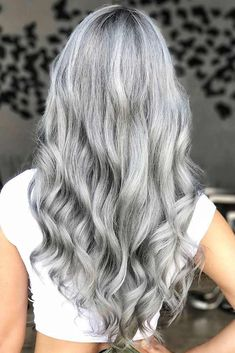 Trendy Hair Color Picture DescriptionA silver hair color is our future. That is why we have created a photo gallery featuring the sassiest looks with silver and we will also help you learn how to get and then how to maintain a super-chic silver hair hue. Grey Hair Wig, Long Gray Hair, Silver Grey Hair, Ombré Hair, Lace Hair, Brown Hair, Blonde Hair With Grey Highlights, Natural Hair Styles, Short Hair Styles