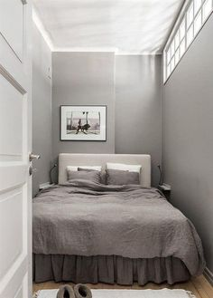 Small Bedroom Design for Couples. Small Bedroom Design for Couples. 15 Romantic Bedroom Design for Couples Small Basement Bedroom, Small Apartment Bedrooms, Small Apartments, Master Bedroom, Extra Bedroom, Basement Bathroom, Small Bedrooms, Master Suite, Modern Basement