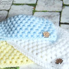 This Puff Newborn Hat is a great pattern that will work up fast and easy with a puff stitch and double crochet! #CreamOfTheCropCrochet