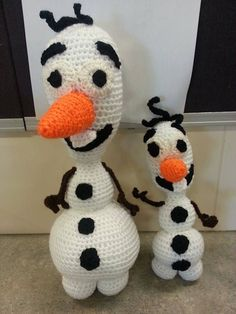 Ravelry: Olaf the Small (inspired by Frozen) (22cm) pattern by Heather Lindsay