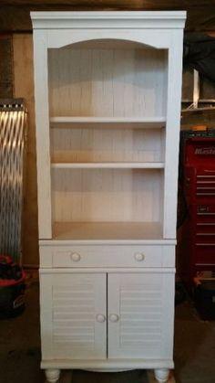 Beautiful wood china cabinet and hutch edmonton edmonton for Bathroom cabinets kijiji