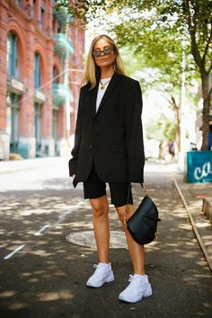 The Best Street Style Coming Out of New York Fashion Week #newstreetfashion New Street Style, Cool Street Fashion, New York Fashion, Southern Prep