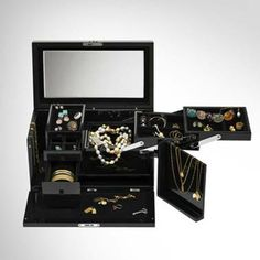 Many compartments help you arrange