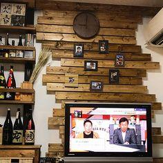 女性で、3LDKの麦ドライ/焼酎棚/丁寧な暮らし/賃貸でも諦めない!/賃貸でも楽しく♪/ディアウォール…などについてのインテリア実例を紹介。「リビング! テレビの後ろ完成さました。 このテレビが壊れたら壁掛けにしよう!」(この写真は 2017-09-27 21:12:26 に共有されました)