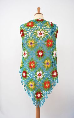Does anyone have the pattern for this shawl? It's from a Japanese book called Pretty color crochet part Crochet Cardigan, Crochet Scarves, Crochet Shawl, Diy Crochet, Crochet Clothes, Yarn Crafts, Fabric Crafts, Bonnet Crochet, Thread Crochet