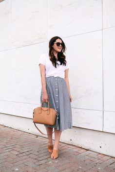 Fashion, midi skirt outfit и striped skirt outfit. Modest Outfits, Skirt Outfits, Modest Fashion, Casual Outfits, Fashion Outfits, Classy Fashion, Womens Fashion, Striped Skirt Outfit, Midi Rock Outfit