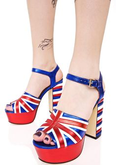 Shellys London Dooriya Platforms tell us what ya want, want ya really, really want!! Yer our babe from across the pond in these ultra glam platform heels, featurin' a shiny white, blue, 'N red construction, Union Jack graphics across the toe strap, textured stripe block heel, and adjustable buckled ankle strap.